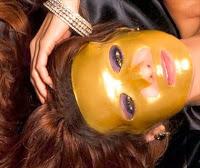 Suna Dumankaya Altın maskesi