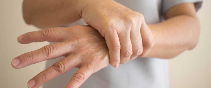 Bu vitamin eksikliği el titremesine sebep oluyor
